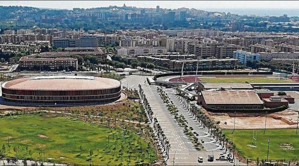 Imagen aérea del Anillo Mediterráneo de Campclar, con el Palau d_Esports a la izquierda y la piscina, a la derecha. FOTO Tarragona 2018